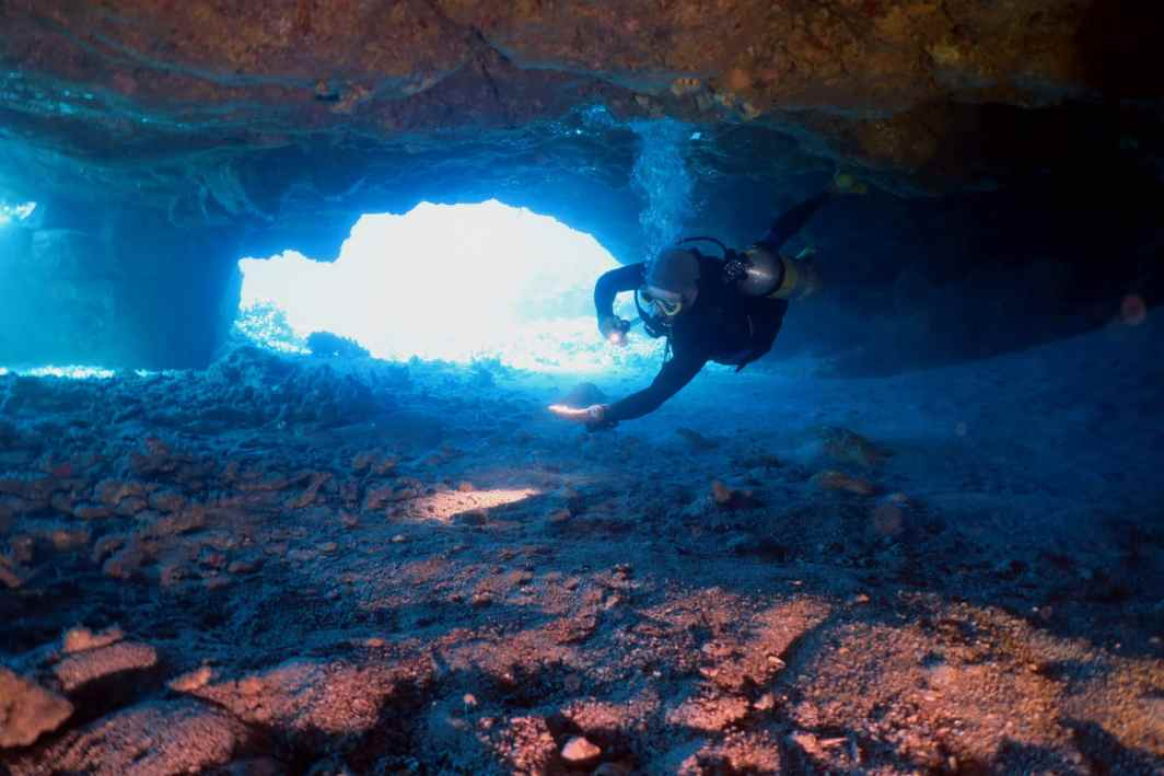 Diving in lave tubes Kohala Coast Hawaii